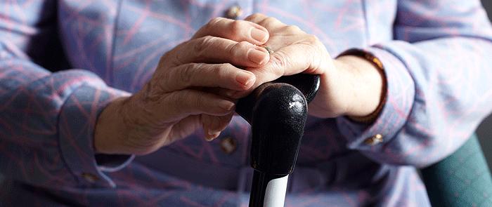 بزرگ کے لئے گھر میں خطرات کو کم